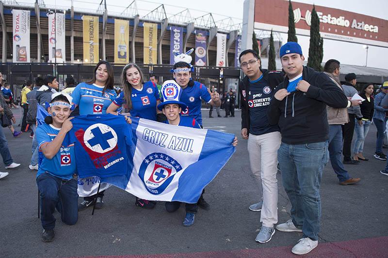 Aficionados de Cruz Azul en el Azteca