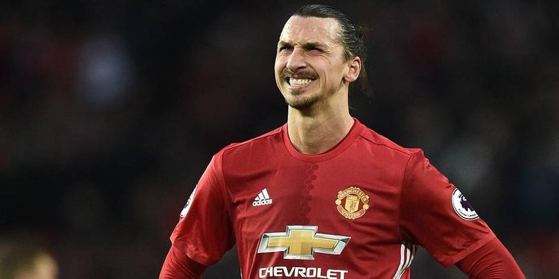 Suspenderán a Zlatan tres partidos por su codazo
