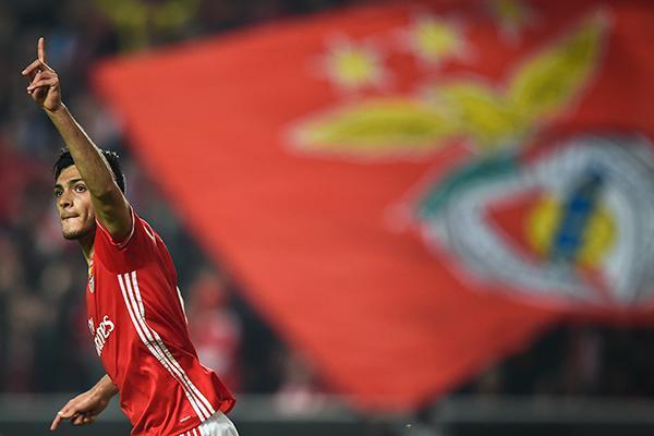 Raúl Jiménez acepta que puede salir del Benfica