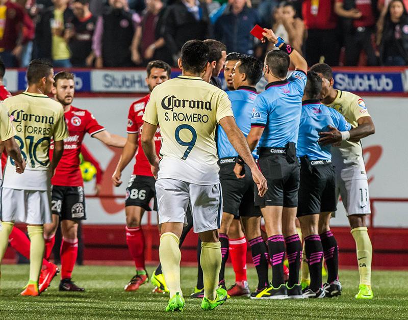 Expulsión de Pablo Aguilar en el partido do Copa MX contra Xolos