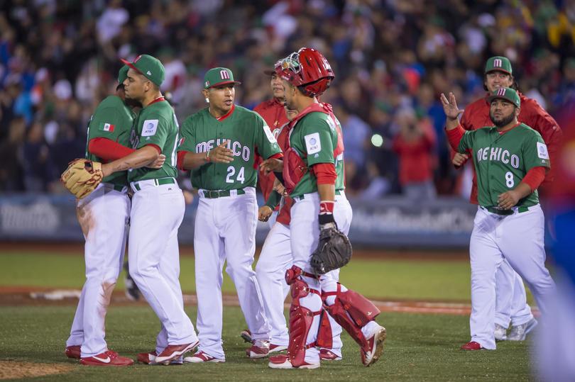 La Selección de Béisbol de México había sido decretada como el rival de Italia en el Clásico Mundial de Béisbol después de ganarle a Venezuela 11 carreras a 9 a pesar del triple empate con una victoria entre Italia, Venezuela y México, pero a la mera hora quitaron a México.