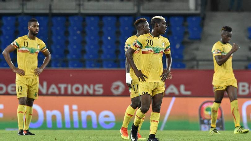 ¡Pum! Resulta que la FIFA anunció que suspendieron a la Federación de Futbol de Malí porque el gobierno metió su cuchara en las decisiones del futbol del país africano.
