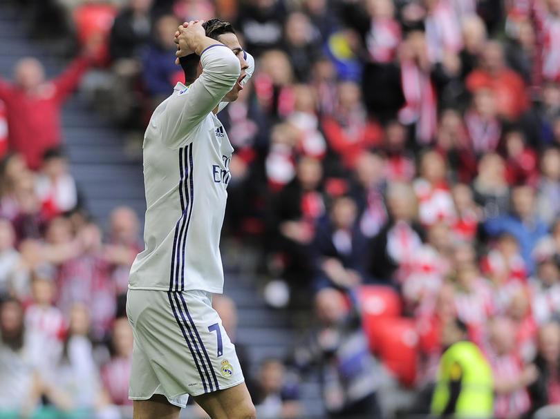 Dicen que ayer, Cristiano Ronaldo tuvo su primer pique con su entrenador, Zidane, y todo después de que decidió sacarlo del partido que ganaron al Athletic de Bilbao.