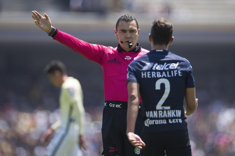 A Abraham González, le dijeron que la regaron y feo.