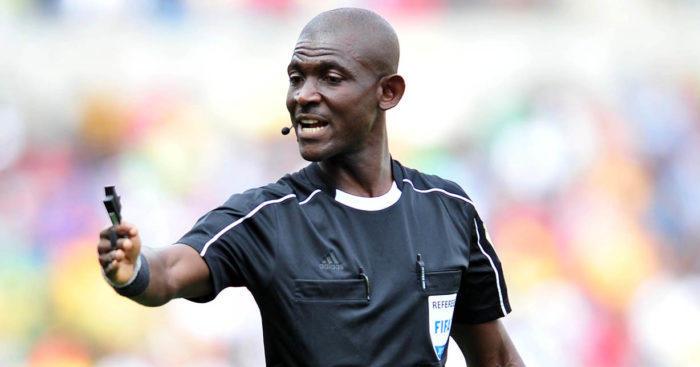 Este árbitro manipuló el encuentro entre Sudáfrica y Senegal