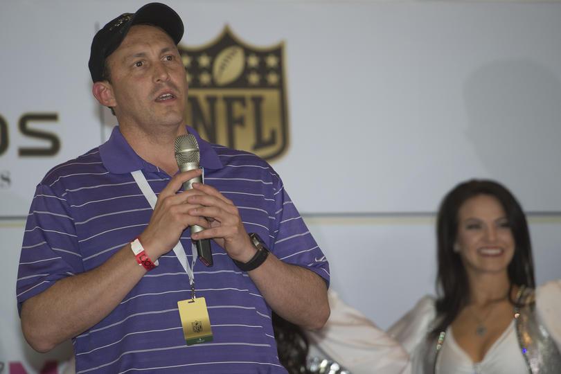 Precisamente este año viene Brady con los Patriots a jugar contra los Raiders.