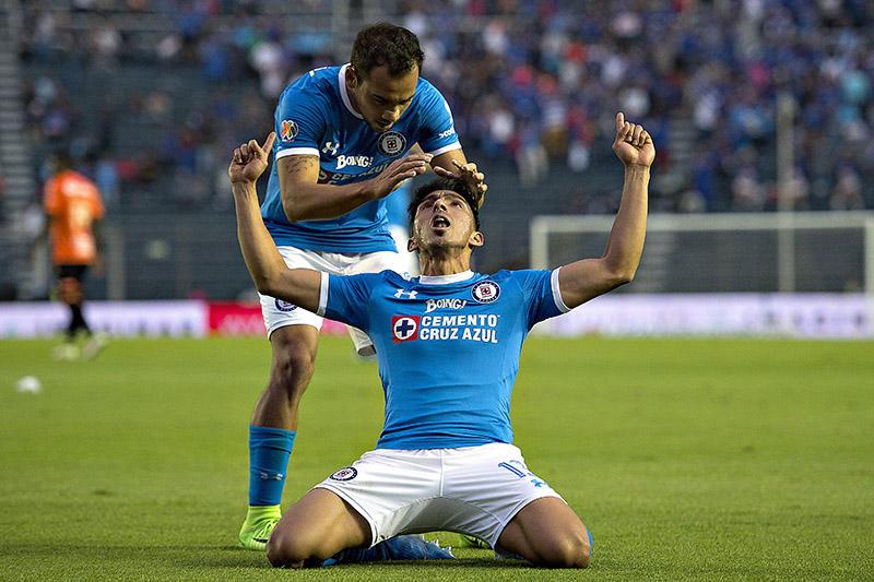 Ángel Mena no jugó ante Tigres por problemas en el muslo derecho