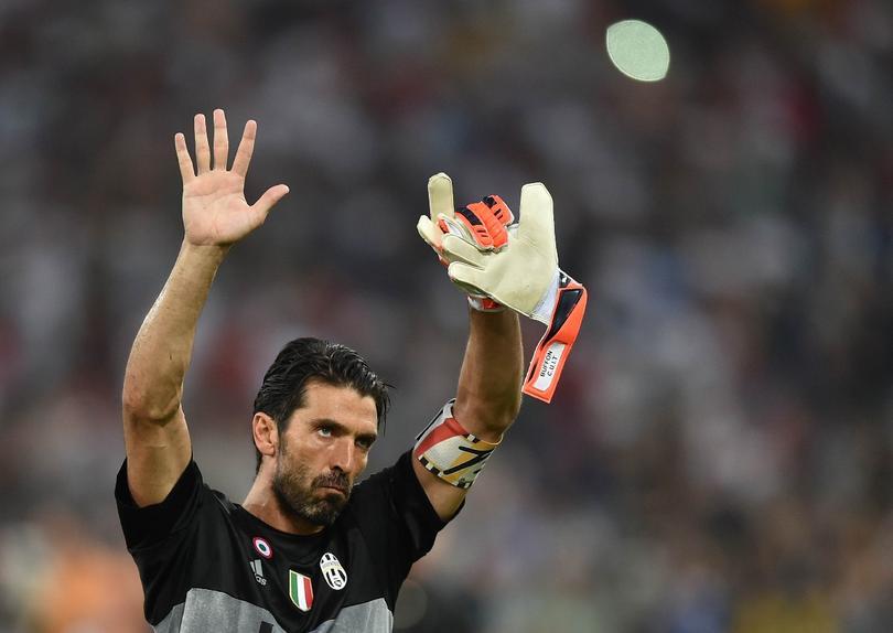 Gianluigi Buffon va a jugar su partido mil como profesional y habló en conferencia de prensa, hasta viendo ya de cara a un posible retiro.