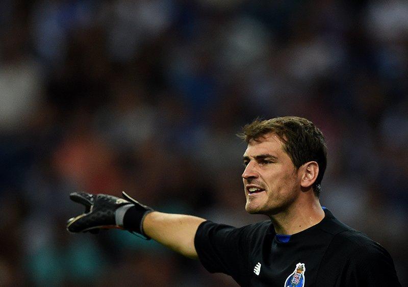 A pesar de que el buen Iker Casillas salió del Madrid por la puerta de atrás, ha tenido grandes actuaciones con el Porto y hasta ha conseguido que lo volteen a ver de otras ligas.