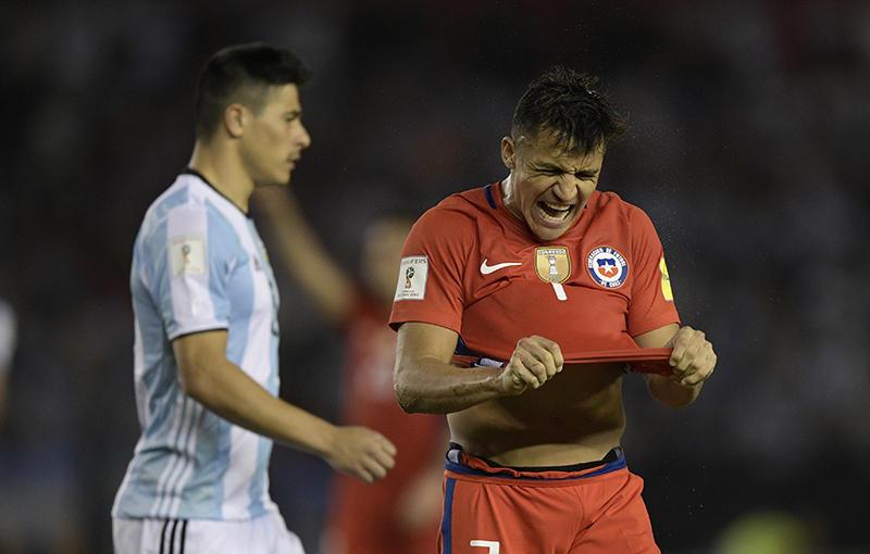 Alexis Sánchez en el juego contra Argentina