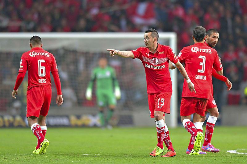 Sambueza fue suspendido por una lesión a Isaac Brizuela