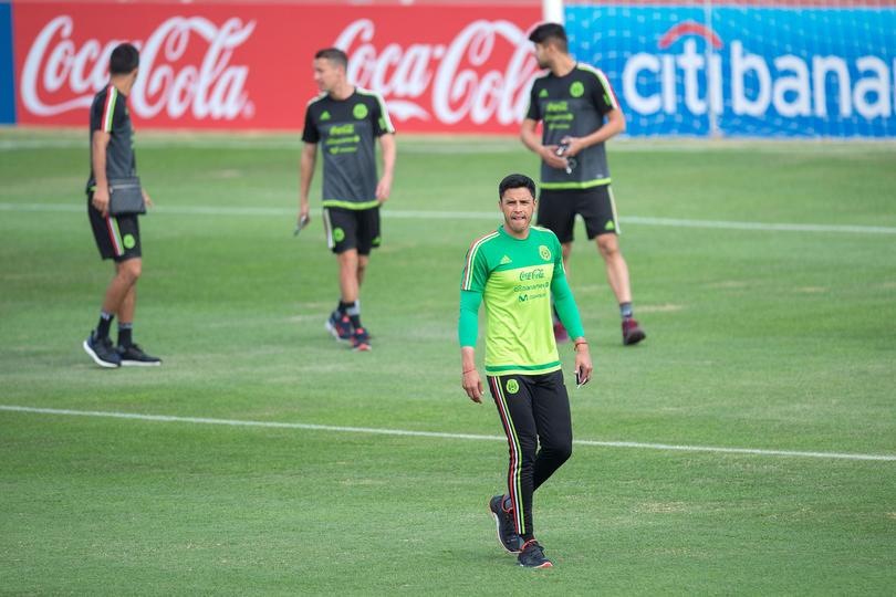 Talavera dijo que a pesar de que el Tri está en el primer lugar del Hexagonal y parece que va a clasificar de forma fácil al Mundial, no se deben relajar y tienen que respetar a cualquier rival.