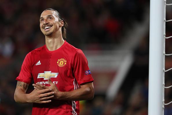Zlatan negocia un año más con el Manchester United.