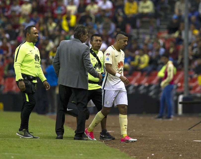 Después de que empezaran a circular rumores de que La Volpe había discutido con Cecilio Domínguez, el Bigotón salió a la conferencia a decir que ni había sido cierto.