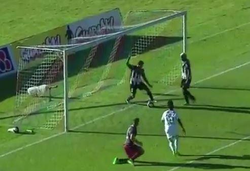 El brasileño Flavio Caça Rato se vio muuuy caza goles