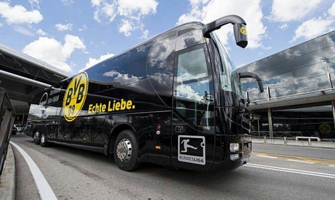 El autobús del Dortmund fue atacado en su salida al estadio. Parece que hay heridos.