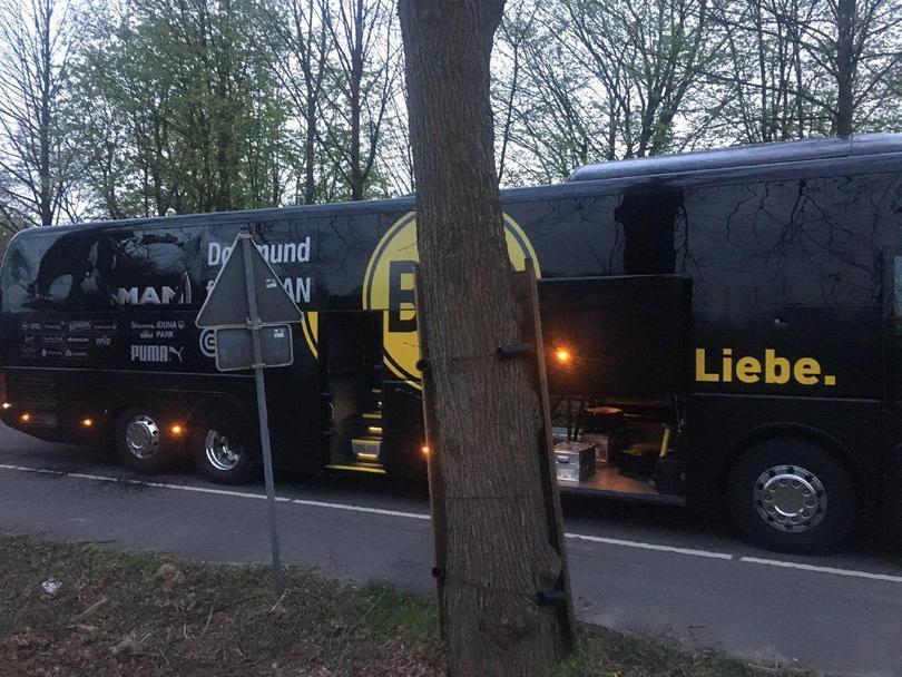Así quedó el autobús del Dortmund tras el atentado.
