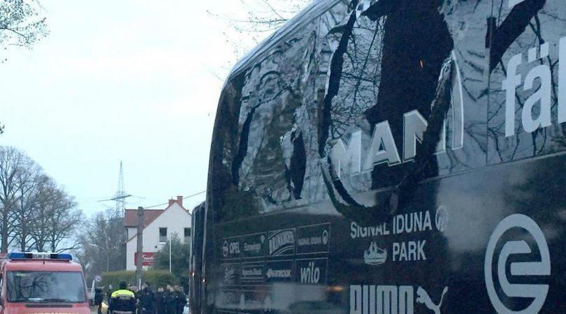 Así quedó el autobús del Dortmund.