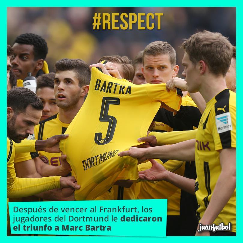 Los jugadores del Dortmund hicieron un homenaje a su compañero