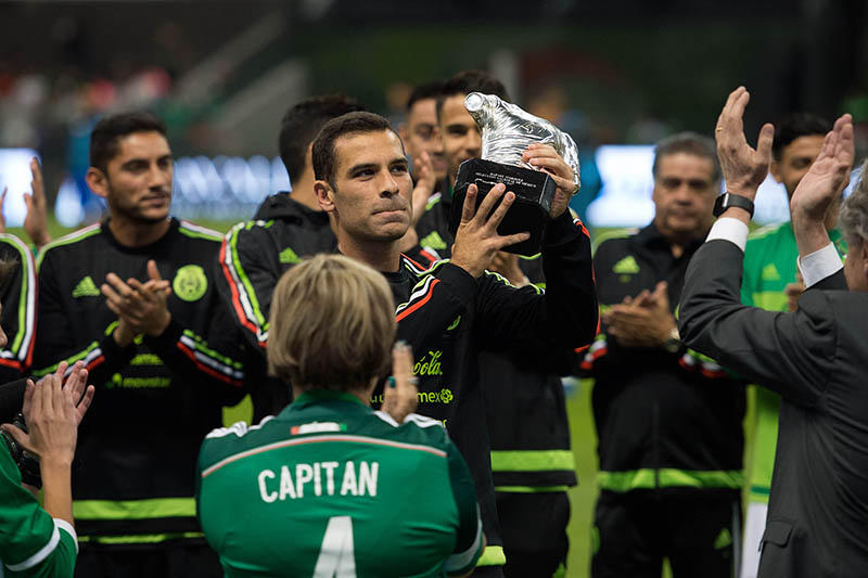 Reconocimiento de Rafita por 20 años con la Selección Mexicana