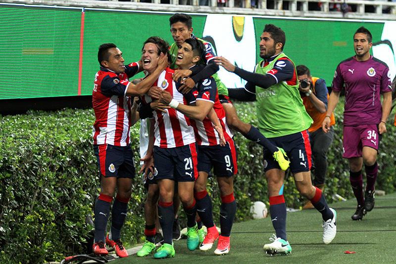 Festejo de gol de Carlos Fierro