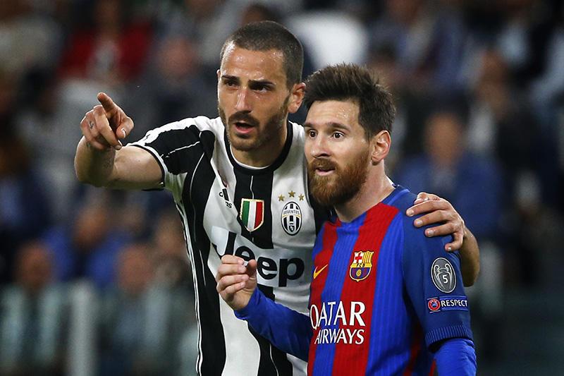 Bonucci y Messi en el juego en el Camp Nou
