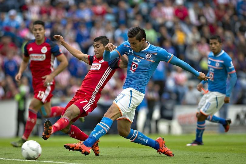 Aunque el Cruz Azul no se esté rifando por enésima vez en la Liga MX, los de la reventa sí están aprovechando el partido en el Azul contra las Chivas.