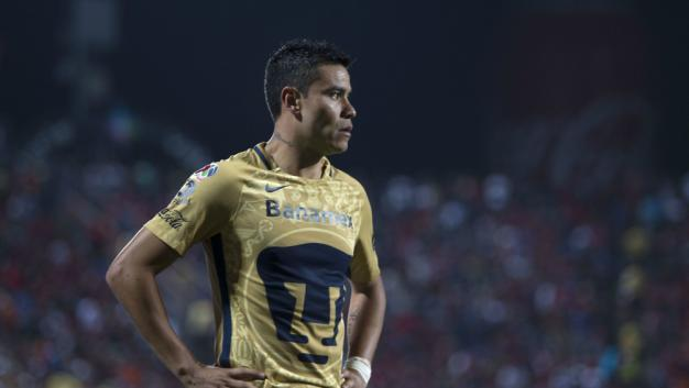A penas Pablito Barrera estaba empezando a jugar más o menos chido y resulta que los Pumas anunciaron que tuvieron que operarlo de la rodilla.