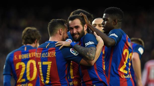 Ya salieron las alineaciones oficiales del partido entre el Madrid y el Barça y hay tres jugadores que van a jugar su primer Clásico.