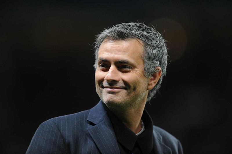 Mourinho le tira a Pep antes del derbi de Manchester