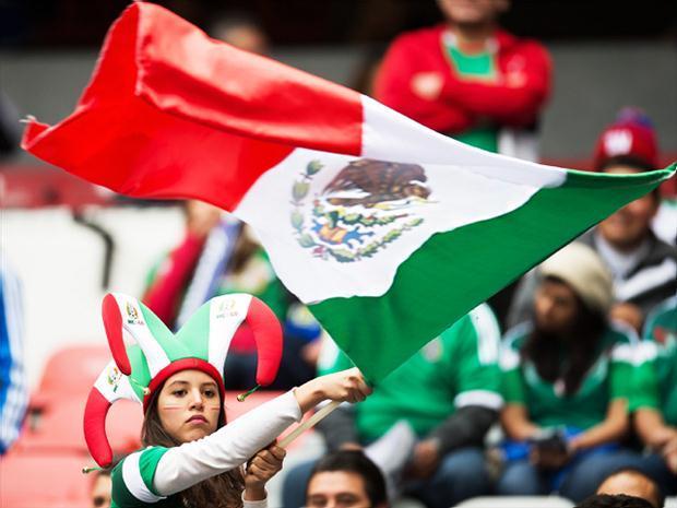 Afición en el Estadio Azteca