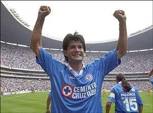 Cardozo se dio el lujo de disputar una Copa Libertadores con Cruz Azul en 2001.