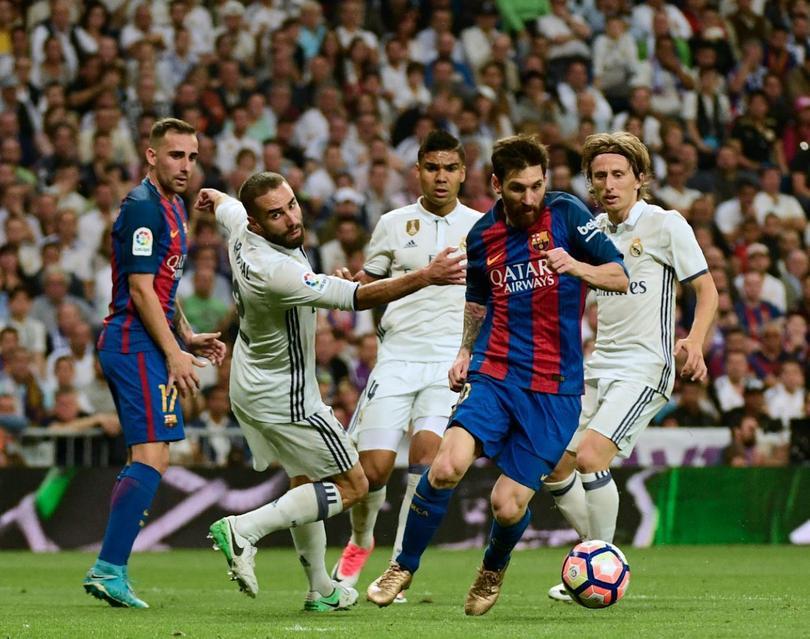 Después de que el Barça saliera bien librado del derbi contra el Espanyol y el Madrid de recibir al Valencia, La Liga se sigue apretando y a falta de 3 y 4 partidos respectivamente, parece que todo se definirá hasta la última instancia.