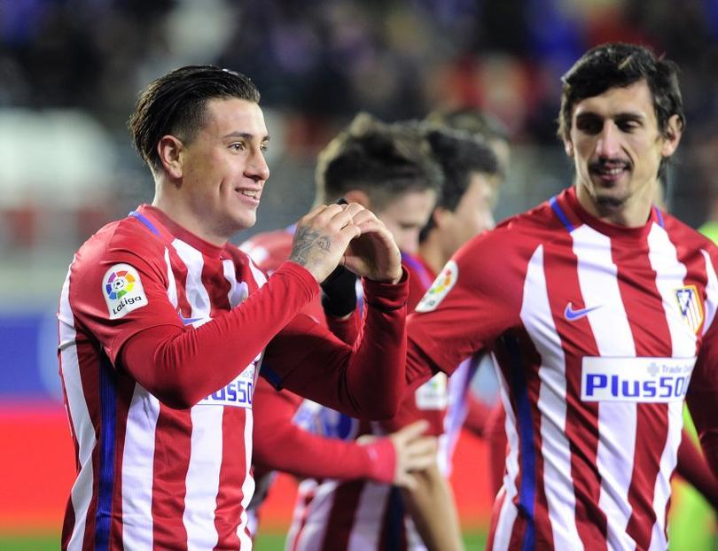 El Cholo y el Atlético están sufriendo en la defensa para el partido del martes contra el Madrid en la Champions. Giménez, que venía jugando de titular, está lesionado.