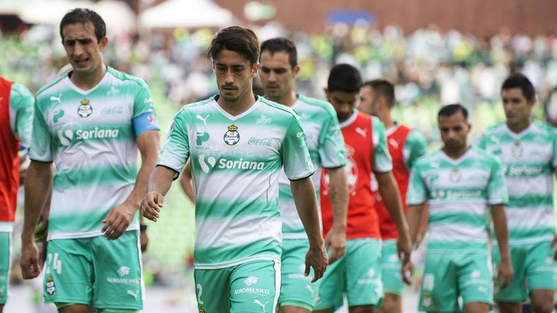 Pedro Caixinha no se olvida de México ni de los jugadores que dirigió en Santos, resulta que anda queriendo llevarse al Rangers a uno de sus consentidos.