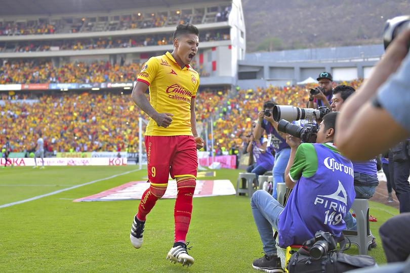 En Perú se quisieron hacer los que saben mucho del futbol mexicano y un diario dijo que Ruidíaz, el delantero peruano de Morelia, podría llegar a Chivas. ¿¡neta!?