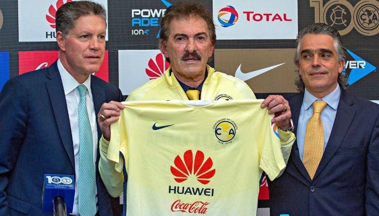 Ricardo La Volpe anuncia su salida del América.