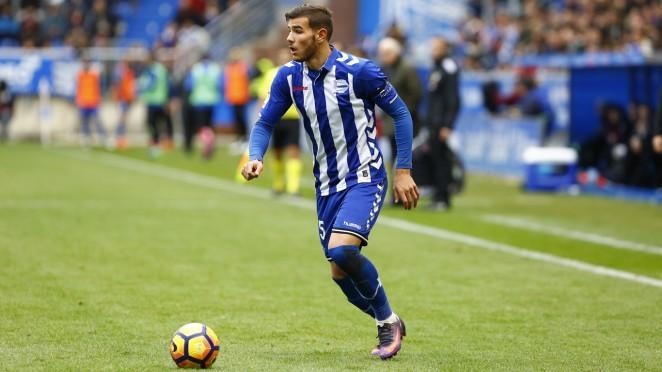 Ayer había rumores de que el jugador del Alavés, Theo Hernández estaba entre que se decidía por jugar en el Barcelona o en el Madrid, según su representante, pero hoy ya hizo pruebas médicas.