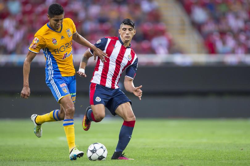 Chivas y Tigres se pelean por un club peruano