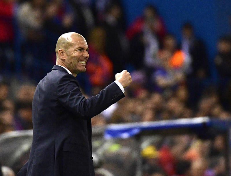 Zidane celebrando el pase del Real Madrid a la final de la Champions