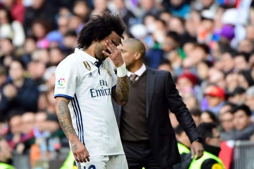 El Madrid quiere seguir con todas las posibilidades de llevarse La Liga que por ahora tiene el Barcelona a falta de dos jornadas más el pendiente del Real contra el Celta, pero Zidane se jugará sin Marcelo el partido de hoy contra Sevilla.