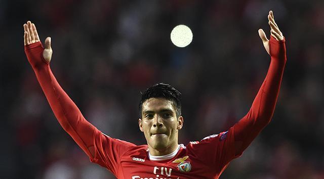 Raúl Jiménez podría salir del Benfica