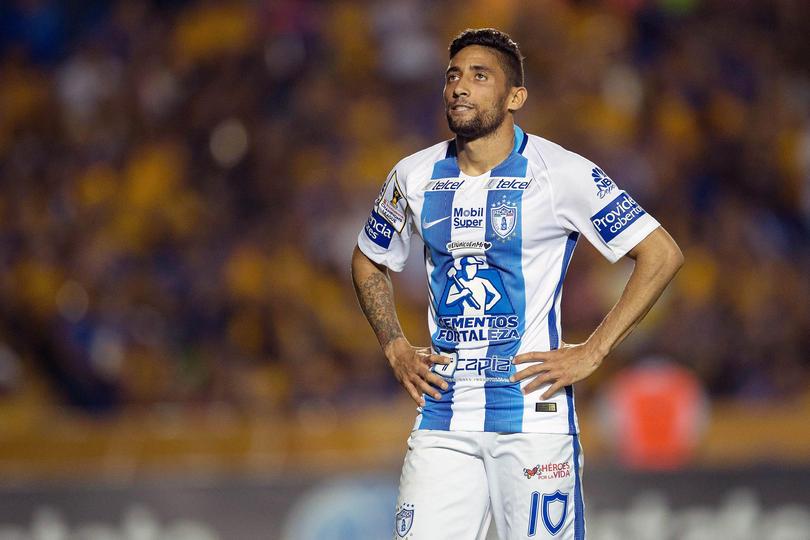 Rayados está queriendo aplicar una limpia en su plantel y estaría dispuesto a dejar ir a Cardona a Pachuca con tal de cambiarlo por Urretaviscaya.