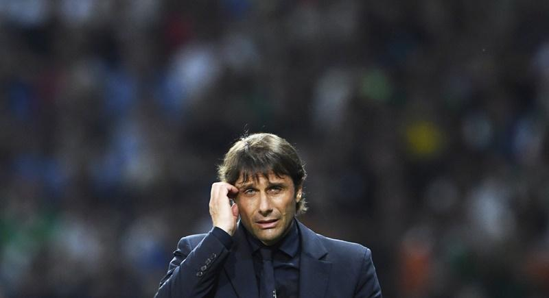 El Chelsea se podría quedar sin técnico a pesar de ser campeón en la Premier League de este año. Conte se iría si su familia no viaja con él.