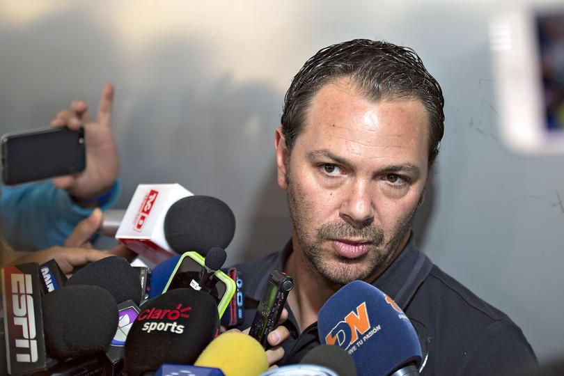 El Ame sigue buscando refuerzos y no sólo en la cancha, también en administración. Santiago Baños dejará a la Selección Mexicana para irse con el América.