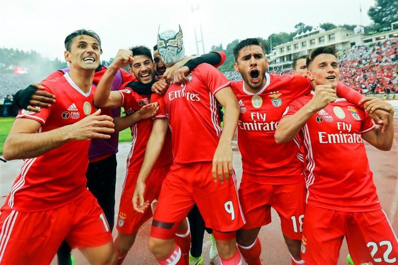 Raulito se rifó en la final de la Copa de Portugal y hasta un gol metió para darle el título al Benfica contra el Vitória Guimaraes. Hasta celebró como no lo había hecho.