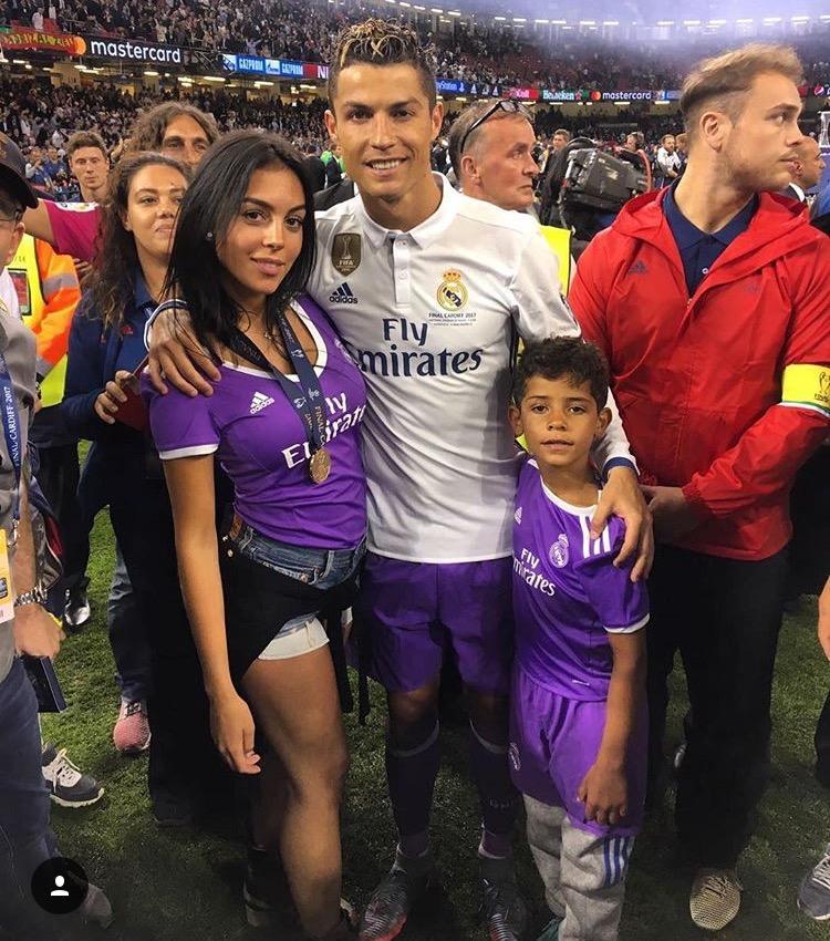 Su novia, familia y amigos parecieron en sus fotos