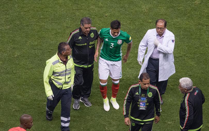 Carlos Salcedo salió lesionado en el partido del Azteca contra Honduras y Osorio ya dijo que no hay chance de que juegue contra Estados Unidos el domingo.