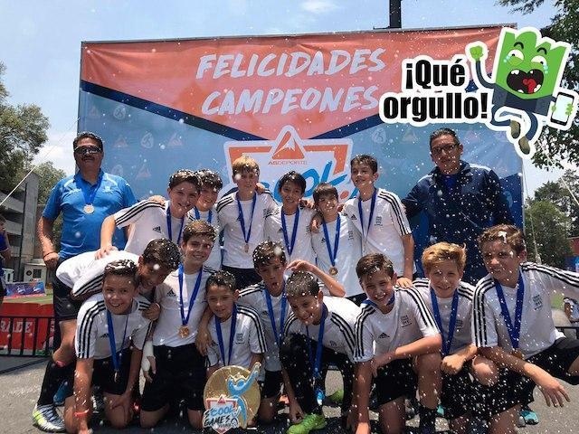 Equipo campeón del Colegio Cedros.