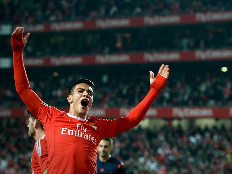 Raúl Jiménez estaría en la mira del Liverpool y el West Ham